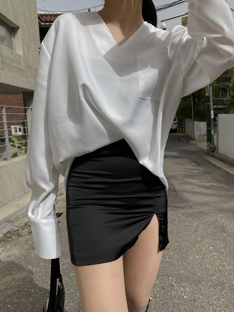 MONE - BRAND - Korean Children Fashion - #Kfashion4kids - Caisson V-neck Shirt