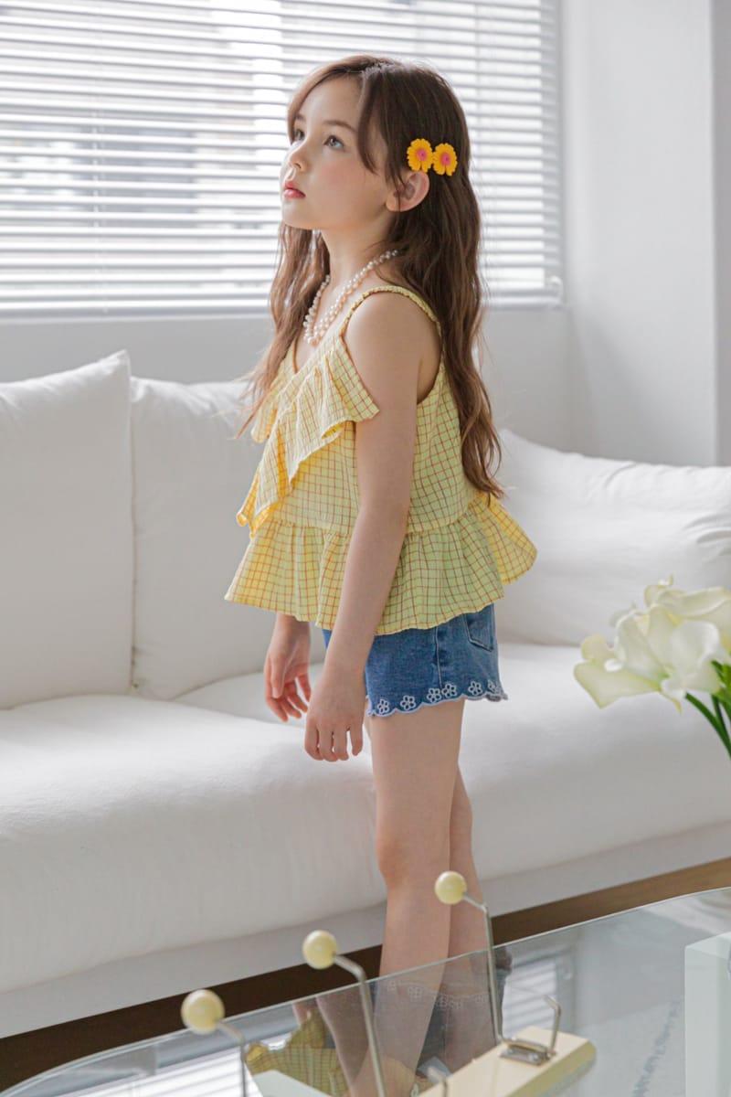 BERRY BERRY - Korean Children Fashion - #Kfashion4kids - Embroidery Denim Shorts - 4